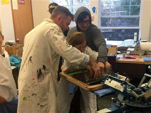 Art Tech teachers and students mentor a Boones Ferry student in the art of print-making.